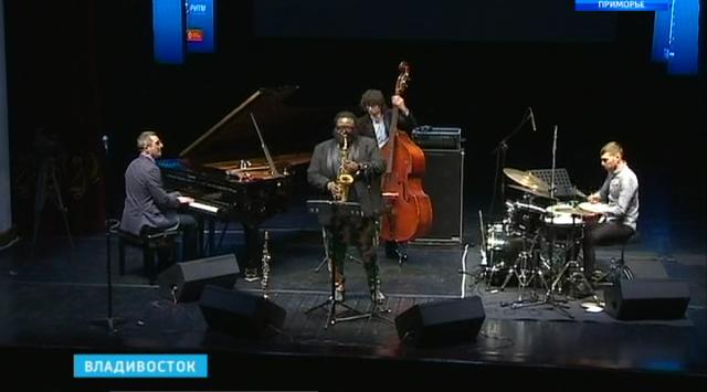 Международный джазовый фестиваль продолжается на сцене Приморской филармонии. Видеорепортаж Оксаны Данилюк