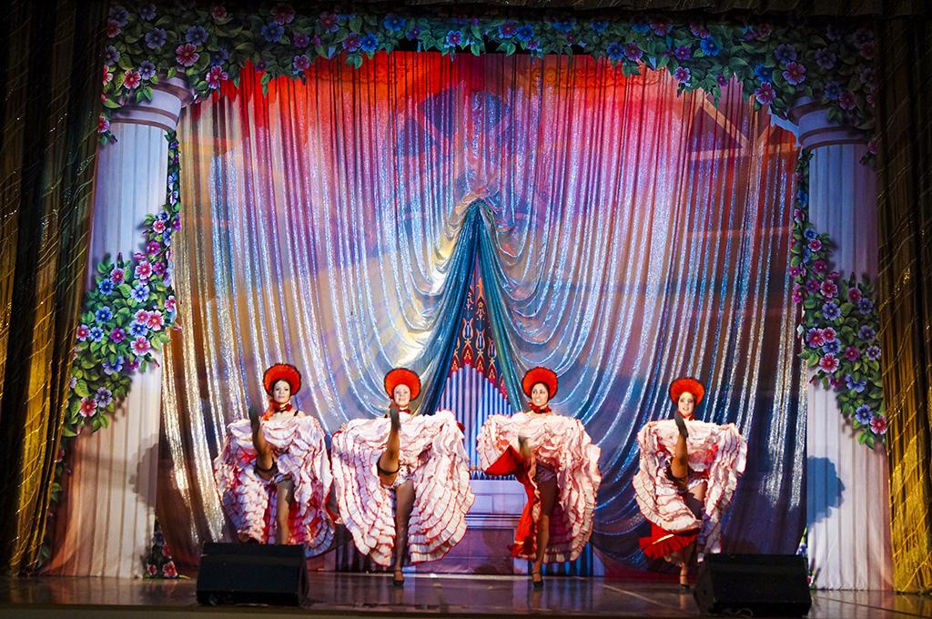 """Приморцев приглашают на канкан   в  оперетте  """"Мадемуазель Нитуш"""""""