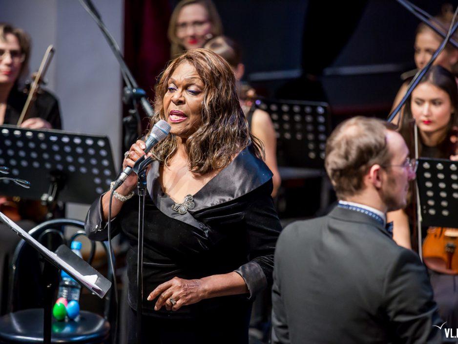 13-й джазовый фестиваль во Владивостоке открыла американская певица Дениз Перье (ФОТО; ВИДЕО)