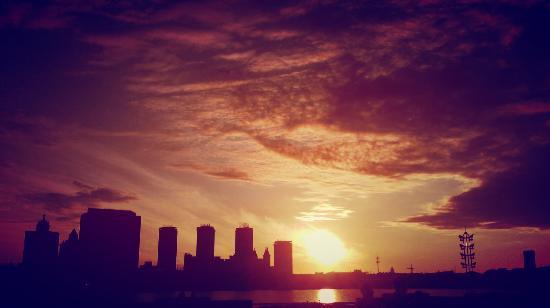 5 июля «На город спускается вечер...»