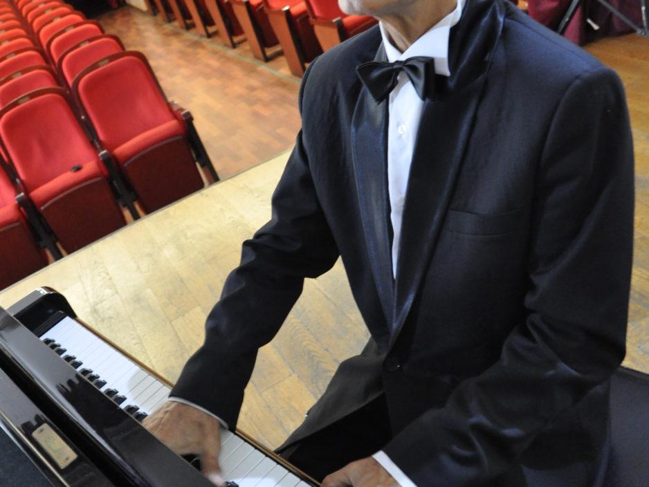 15 сентября  К году театра в России  Концертная программа «Мюзикл, оперетта, музкомедия»