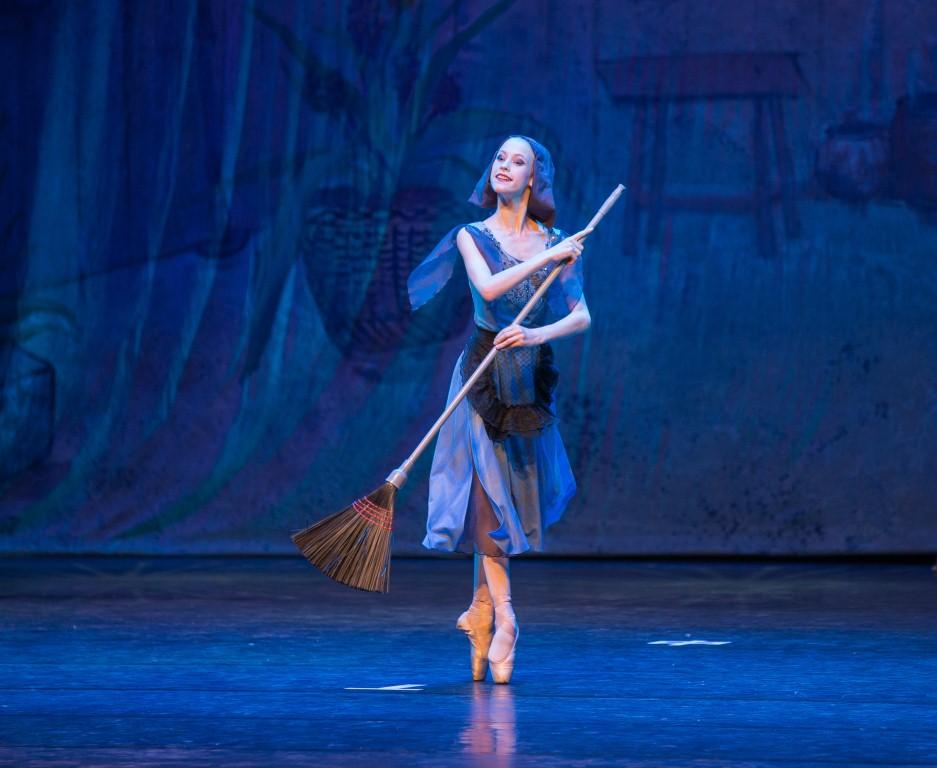 8 декабря спектакль –  балет  «Золушка»