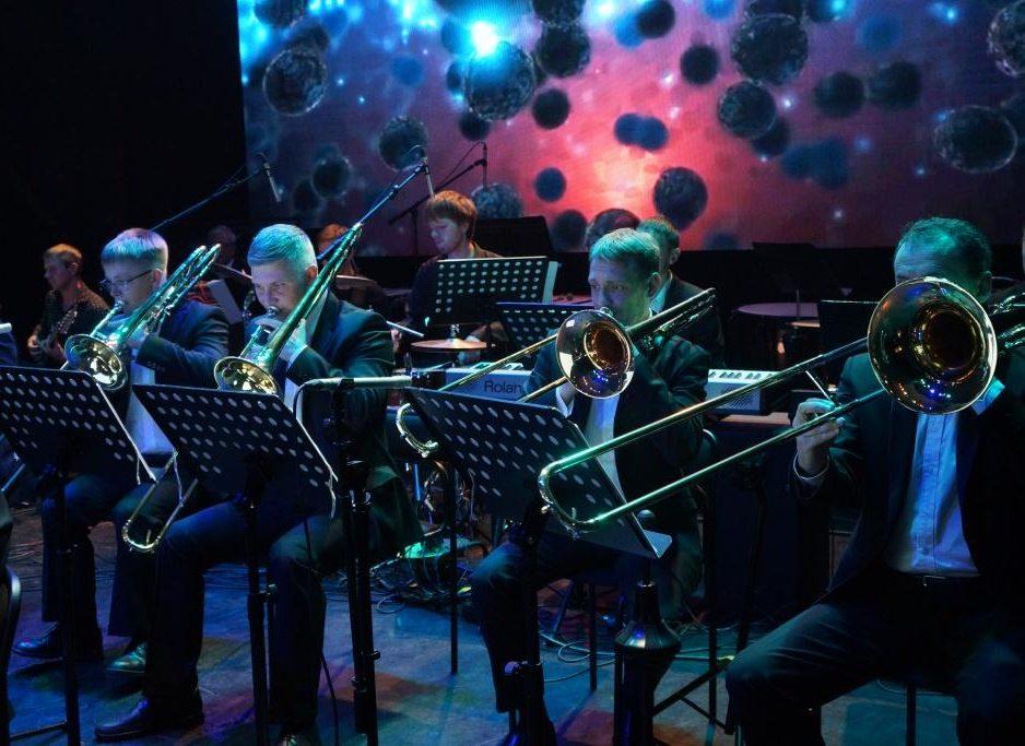 30 октября Концертная программа «Билет в Голливуд» Эстрадный оркестр Приморской краевой филармонии